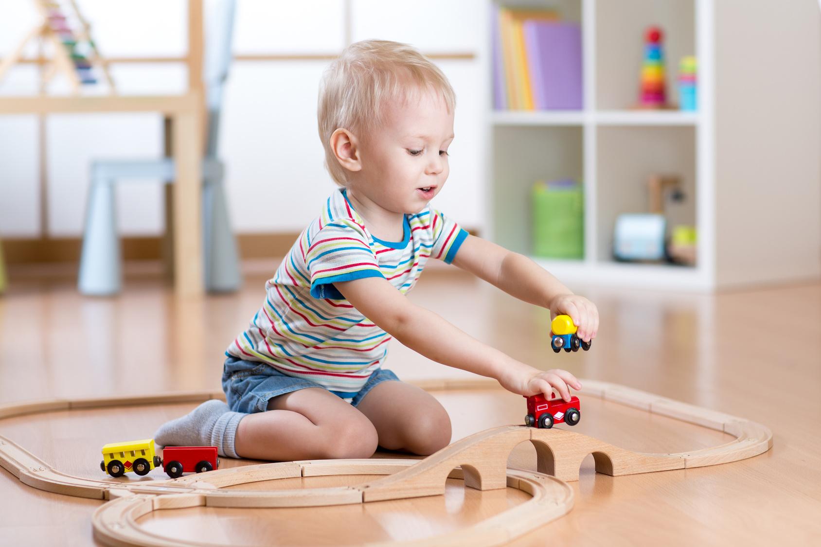 Zabawki edukacyjne – przekonamy Cię do tego rozwiązania [3 propozycje]