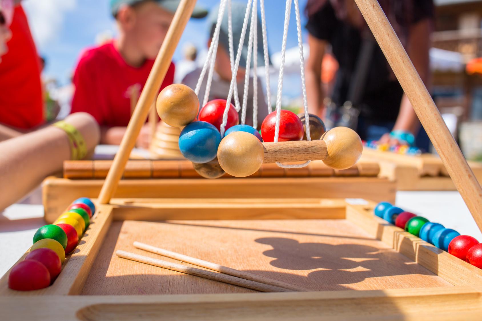 Zabawki drewniane dla dziewczynki – 5 propozycji