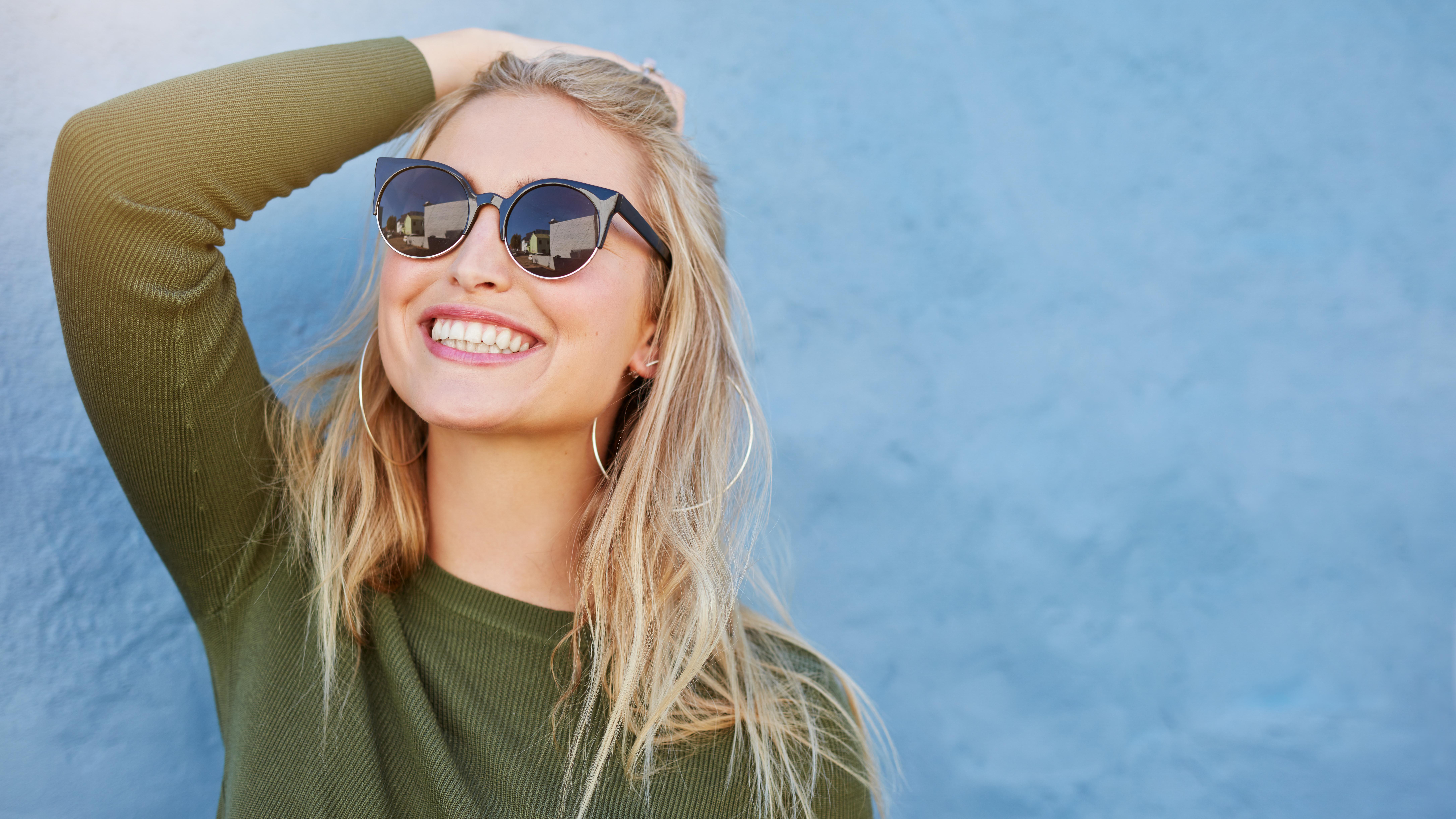 Jakie okulary przeciwsłoneczne damskie wybrać w tym sezonie? 6 najmodniejszych modeli