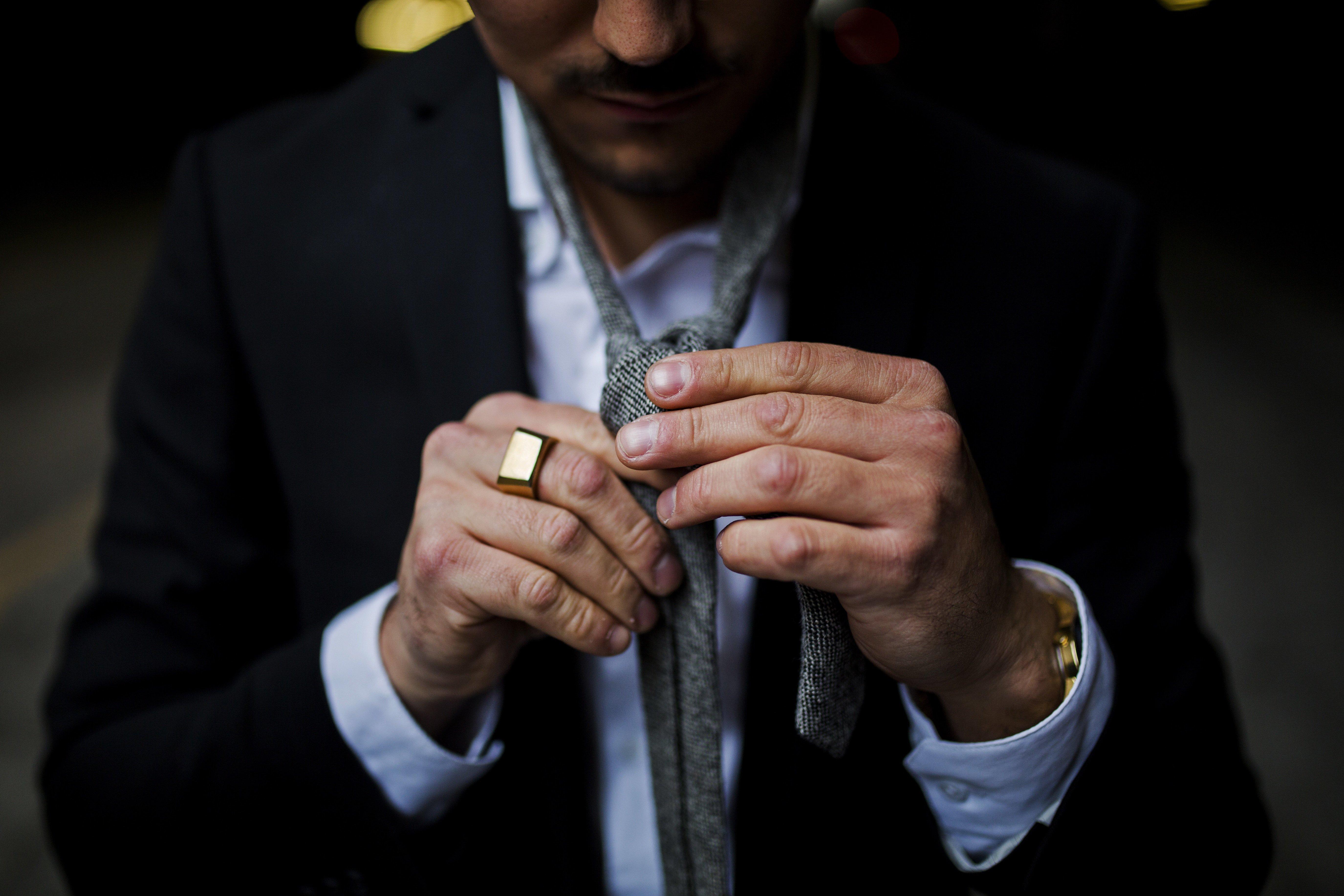 Jak zawiązać krawat? Oto najlepsze sposoby!