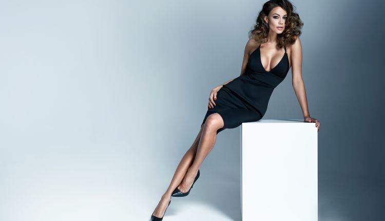 Czarna sukienka- jakie dodatki?