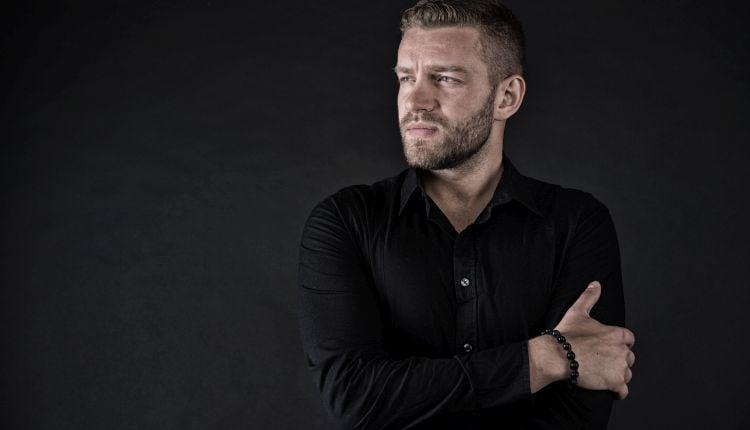 Jakie spodnie do czarnej koszuli męskiej?