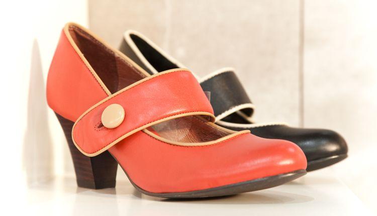 Czółenka na słupku – ultramodne buty