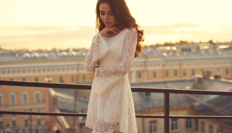 Sukienka z koronki – najgorętszy trend sezonu!
