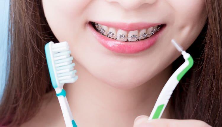 Jak myć zęby z aparatem.jpg